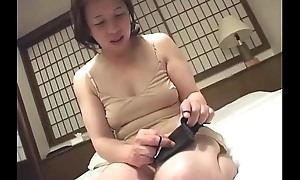 Oriental granny inserts a dildo in say no to snatch