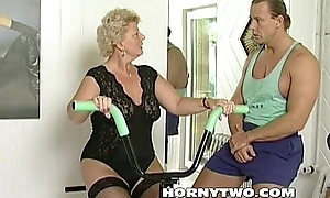 Sex-crazed granny bitch shamelessly takes gym traine...
