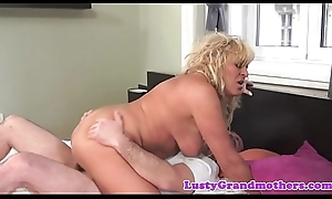 Astounding mature cougar dickriding hither cowgirl