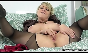 American milf Dee Williams admires the brush pussy in the mirror