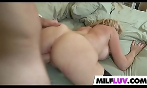 Herculean Ass MILF Desi Dalton Receives Nailed