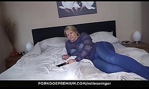 REIFE SWINGER - 69 together in the air doggy position in the air leader mature Susi